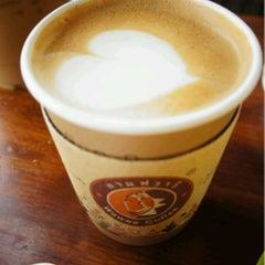 Photo taken at Wawee Coffee (กาแฟวาวี) by Ae G. on 9/30/2012