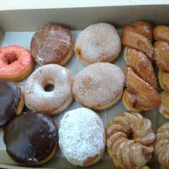 Photo taken at Tasty Donuts by LA-Kevin on 5/18/2015
