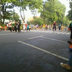 Photo taken at Solo Car Free Day by Reas G. on 3/30/2013