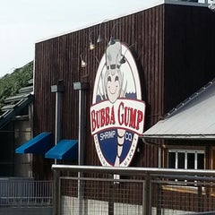 Photo taken at Bubba Gump Shrimp Co. by Sakura A. on 12/23/2012