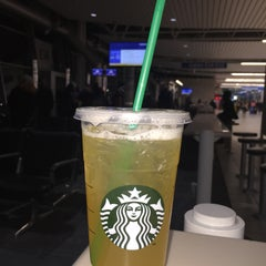 Photo taken at Starbucks by Jayda G. on 1/14/2016