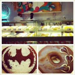 Photo taken at Thế Giới Donut by Miriam P. S. on 11/2/2012