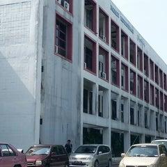 Photo taken at Fakulti Kejuruteraan dan Alam Bina UKM by John T. on 10/16/2014