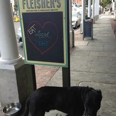 Photo taken at Fleisher's Grass-Fed and Organic Meats by Mat Z. on 9/14/2013