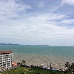 Photo taken at Sigma Resort Jomtien Pattaya by Decated T. on 8/17/2013