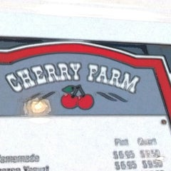 Photo taken at Cherry Farm Creamery by Christopher P. on 7/15/2014