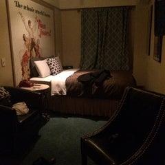 Photo taken at Chelsea Pines Inn by Ekhtronic on 12/25/2014