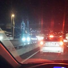 Foto tirada no(a) Burhaniye Mahallesi Metrobüs Durağı por Ahmet D. em 4/3/2015