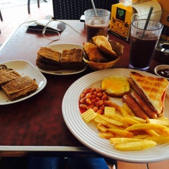 Photo taken at OldTown White Coffee by Faizzah A. on 3/9/2015