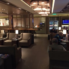 Photo taken at Plaza Premium Lounge (West Hall) by Ted on 1/31/2016