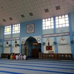 Photo taken at Masjid Al-Hikmah Tanjung Lumpur by wahirahim on 6/17/2014