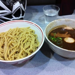 Photo taken at 麺屋白頭鷲 by 浜谷 治. on 4/5/2013