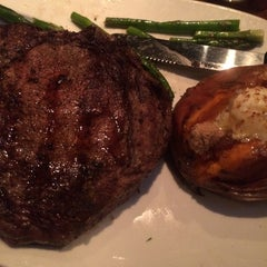 Photo taken at Outback Steakhouse by Blanca C. on 11/21/2014