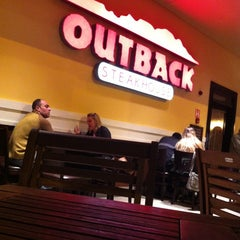 Photo taken at Outback Steakhouse by Leonardo S. on 9/29/2012