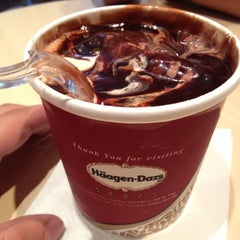 Photo taken at Häagen-Dazs by Fábio B. on 12/8/2012