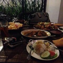 Photo taken at Goela Klapa Restaurant by Theresia M. on 1/23/2015
