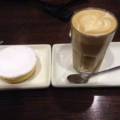 Photo taken at Theobroma Chocolate Lounge by あんどぅ on 9/12/2014