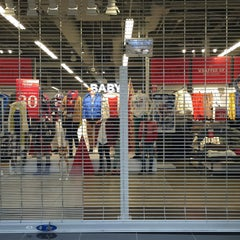 Photo taken at Old Navy by Lucy R. on 11/29/2015