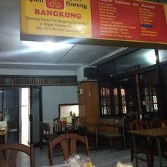 Photo taken at Soto Ayam & Ayam Goreng Bangkong by Ivan I. on 12/17/2015