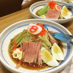 Photo taken at Hachiban Ramen (ฮะจิบัง ราเมน) by Guntapong B. on 8/1/2015