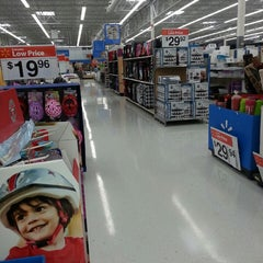 Photo taken at Walmart Supercenter by Fred H. on 3/29/2013