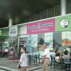 Photo taken at サーティワン アイスクリーム 海老名サービスエリア店 by mona c. on 9/29/2015