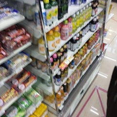 Photo taken at セブンイレブン 新横浜3丁目店 by Hiro on 11/27/2014