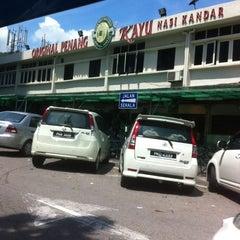 Photo taken at Original Penang Kayu Nasi Kandar by Misdamena E. on 1/26/2013