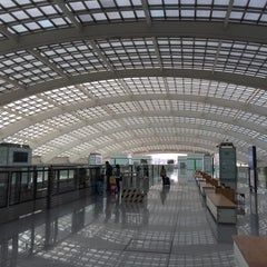 Photo taken at 地铁T3航站楼站 Subway T3 Terminal by Steven L. on 4/6/2015