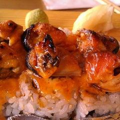 Photo taken at Sushi Naru by Yaira R. on 6/1/2013