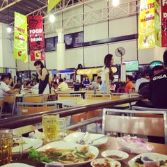 Photo taken at ลานเบียร์ บิ๊กซี ดอนจั่น | Beer Garden at Big C by Samart P. on 6/7/2015