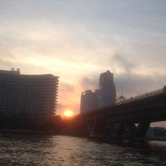 Photo taken at ท่าเรือสะพานตากสิน (Tak Sin Pier) by Kas S. on 1/6/2016