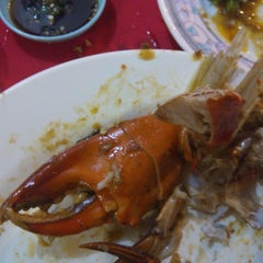 Photo taken at William's Crab Restaurant by Hafiy M. on 2/5/2015