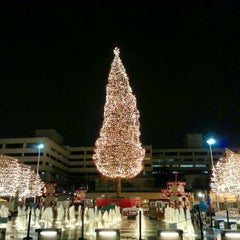 Photo taken at Crown Center by magdiel v. on 12/25/2012