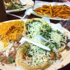 Photo taken at Taquería Los Comales 3 by Lady S. on 4/11/2013