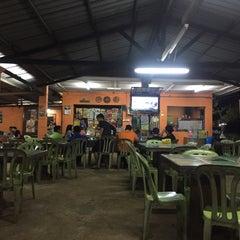 Photo taken at Wak Singgah Rasa by Syamil R. on 2/10/2016