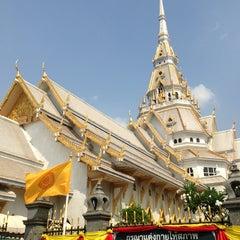 Photo taken at วัดโสธรวรารามวรวิหาร (Wat Sothon Wararam Worawihan) by koy a. on 1/16/2013