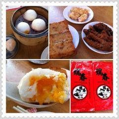 Photo taken at Swee Choon Tim Sum Restaurant 瑞春點心拉麵小籠包 by Rachie T. on 4/7/2012