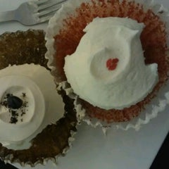 Photo taken at Goodovening Cupcake by CK on 5/18/2012