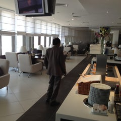 Photo taken at Golden Falcon Lounge by Imran Mohammed B. on 6/15/2012