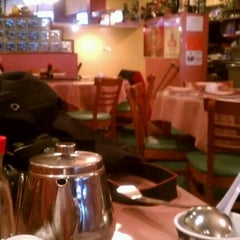 Photo taken at Hunan Home's Restaurant by Aaron R. on 4/10/2012