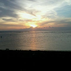 Photo taken at Pantai Senggigi by Sarastuti &. on 5/8/2012