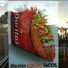 Photo taken at Taco Bell / Pizza Hut by Derek S. on 3/18/2012