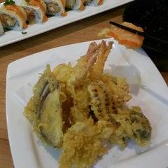 Photo taken at Sakae Sushi by Fy on 10/8/2014