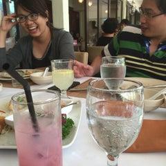 Photo taken at Rama V Fine Thai Restaurant by Viet L. on 8/14/2015