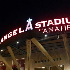 Photo taken at Angels Stadium Club Level by Itzel R. on 7/25/2014