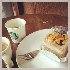 Photo taken at Starbucks (สตาร์บัคส์) by Jiradech K. on 7/17/2013