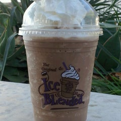 Photo taken at The Coffee Bean & Tea Leaf® by Donna W. on 10/30/2012