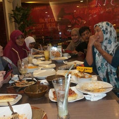 Photo taken at Pizza Hut by Muhammad A. on 7/27/2014