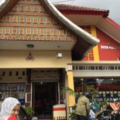Photo taken at RM Padang Duta Minang by CHINONET on 11/10/2015